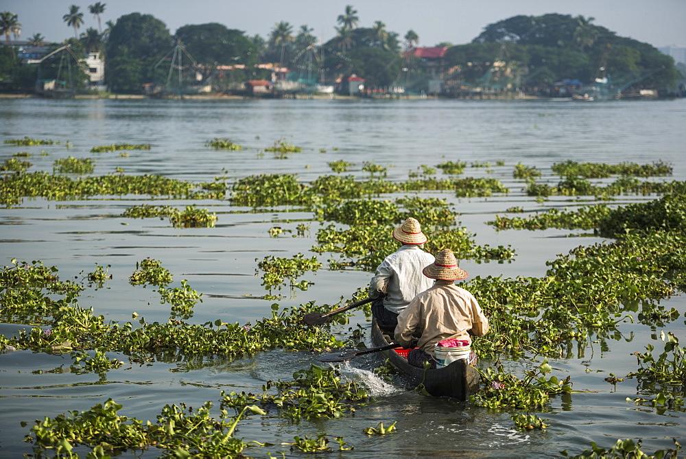 Fishermen, Fort Kochi (Cochin), Kerala, India, Asia
