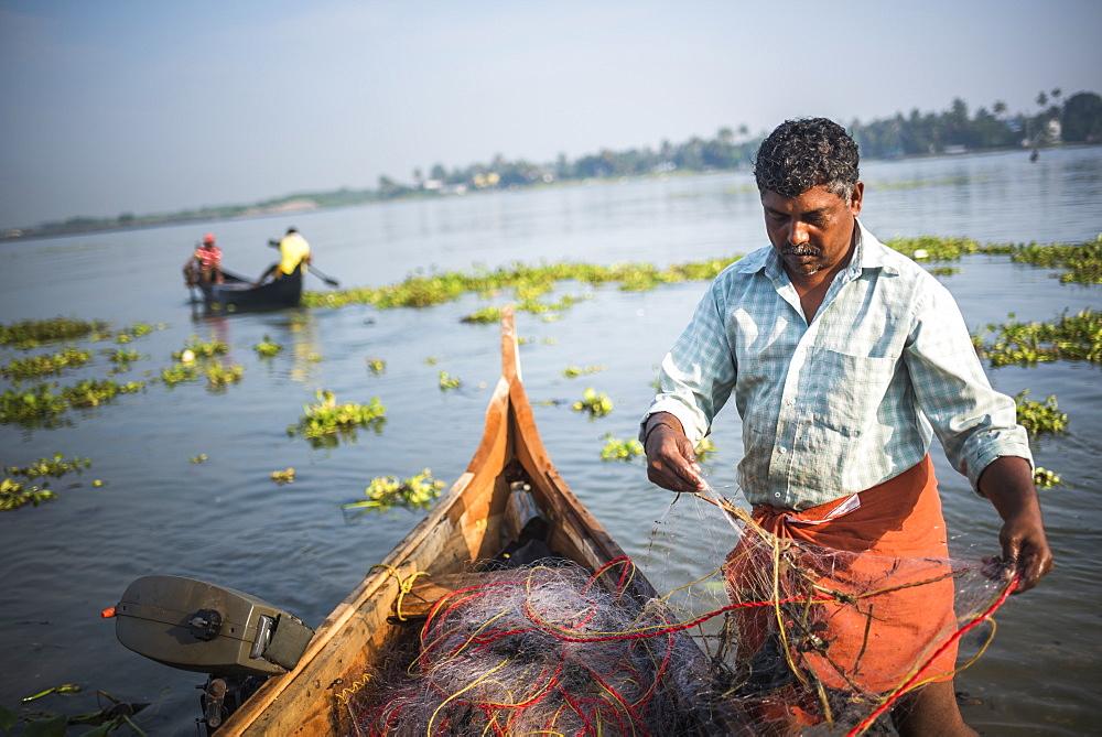 Fisherman on Mahatma Gandhi Beach, Fort Kochi (Cochin), Kerala, India, Asia
