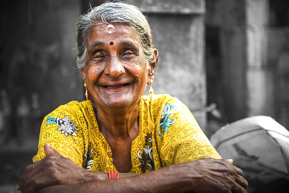 Portrait of an Indian woman, Fort Kochi (Cochin), Kerala, India, Asia