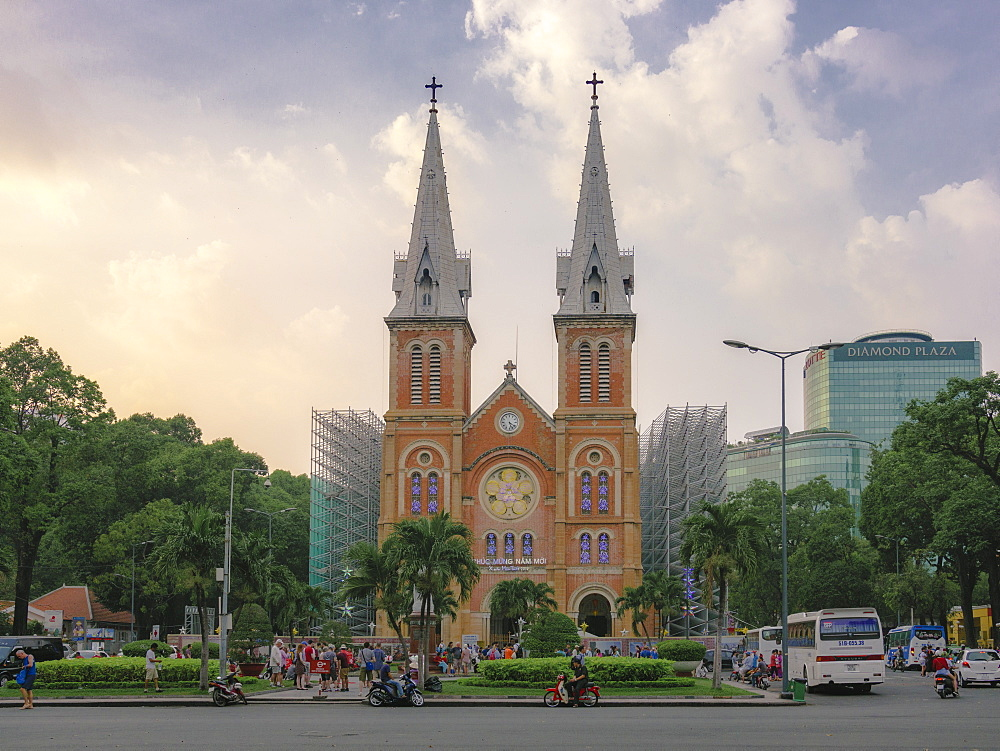 Saigon Notre Dame Cathedral and street scene, Ho Chi Minh City, Vietnam, Indochina, Southeast Asia, Asia - 1275-85