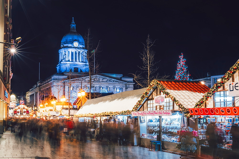 Christmas Market and City Council Building on Old Market Square at night, Nottingham, Nottinghamshire, England, Europe