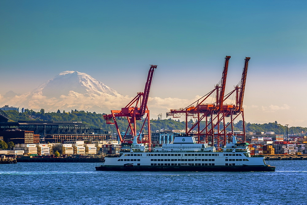 Ferry crossing Elliott Bay with Mount Rainier and the harbour in the background, Seattle, Washington State, United States of America, North America