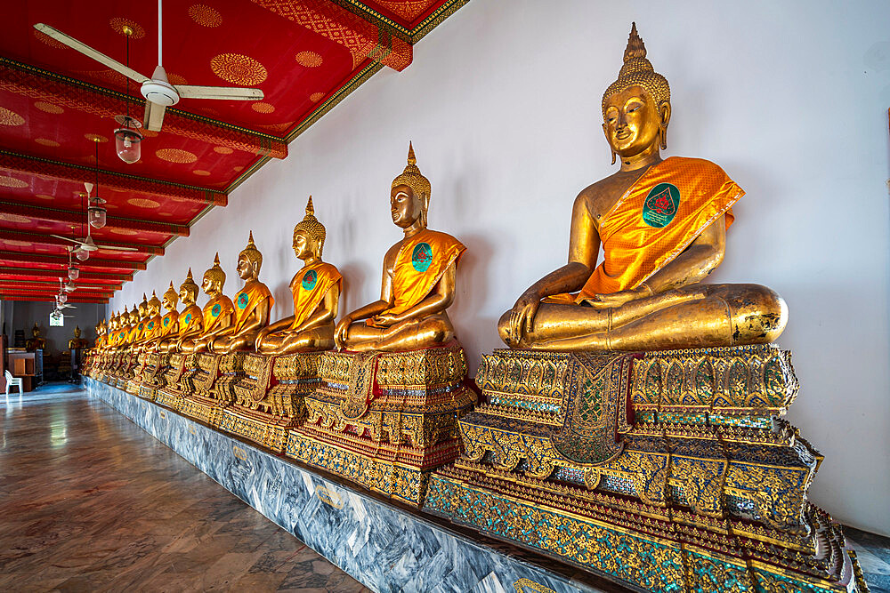 Seated Golden Buddha statues in a row at Wat Phra Chetuphon (Wat Pho) temple, Bangkok, Thailand, Southeast Asia, Asia