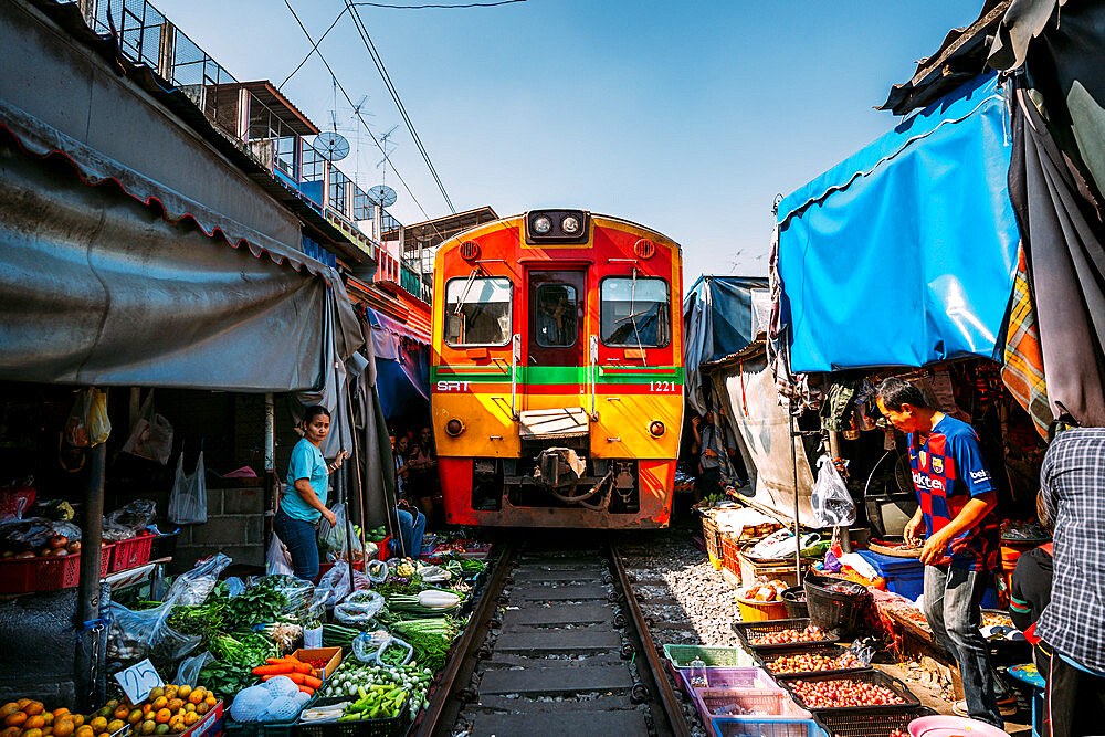 Train going through Maeklong Railway Market, Bangkok, Thailand, Southeast Asia, Asia