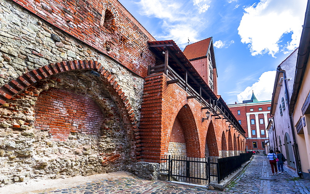 The old town walls of Riga and Ramer tower, UNESCO World Heritage Site, Old Riga, Latvia, Baltic States, Europe