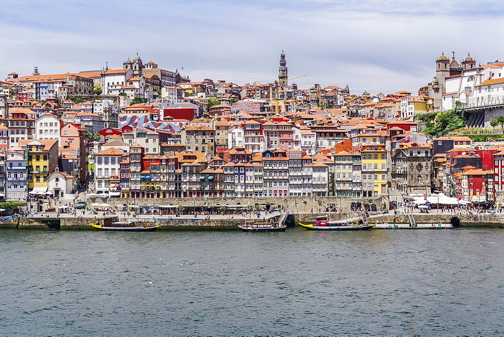View across the Douro River to Ribeira traditional waterfront houses and moored tourist ships, UNESCO World Heritage Site, Porto, Portugal, Europe - 1278-180