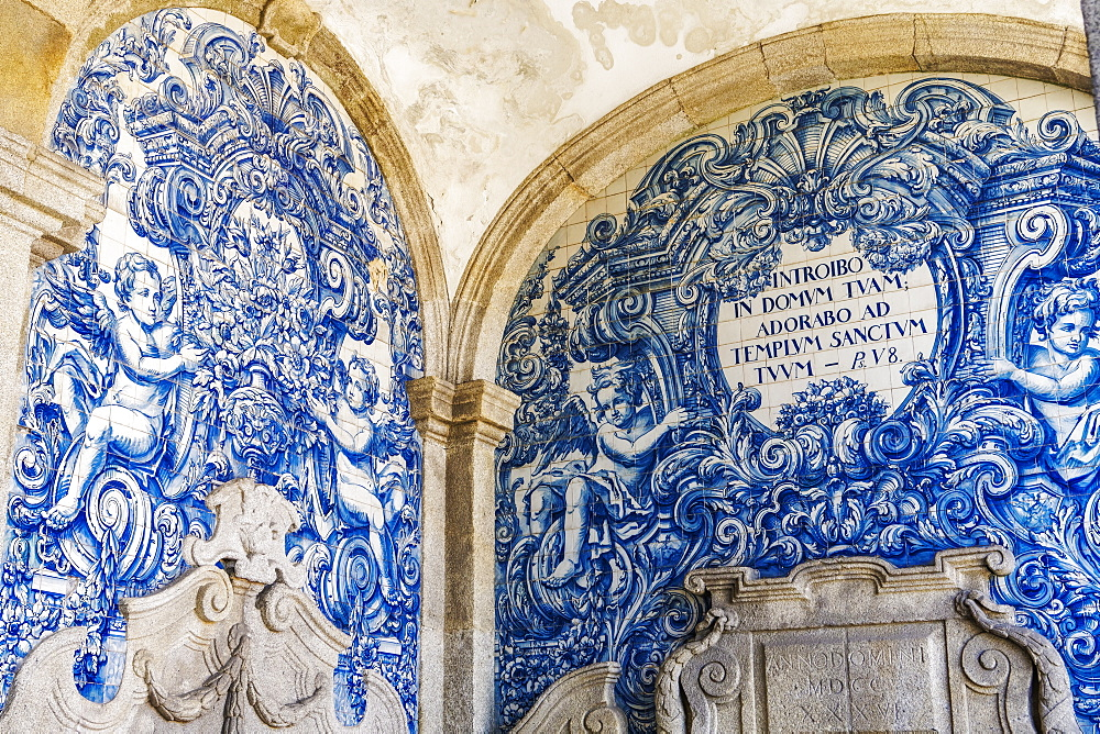 Decoration in the Se do Porto (Porto Cathedral) cloister with blue and white painted tin-glazed ceramic tiles (Azulejos), Porto, Portugal, Europe - 1278-187