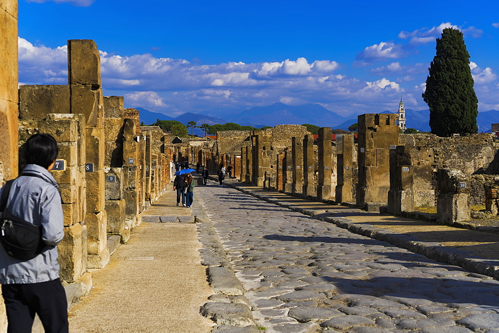 Via dell'Abbondanza, the main ancient city street with stones and house numbering, Pompeii, UNESCO World Heritage Site, Campania, Italy, Europe