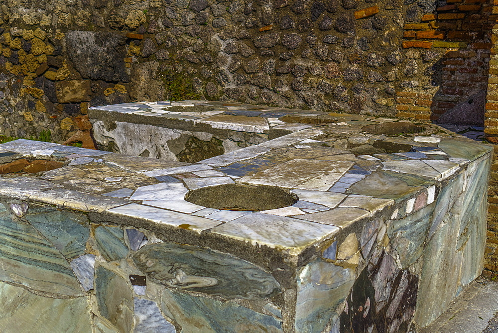 Thermopolium Via Delle Terme, remains of establishment selling ready-to-eat food on the streets of Pompeii Forum, Pompeii, UNESCO World Heritage Site, Campania, Italy, Europe