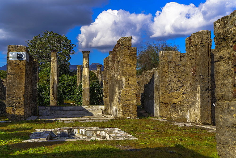 Remains of the Casa di Pansa (House of Pansa), pool in the peristyle with Ionic capitals at the atrium, Pompeii, UNESCO World Heritage Site, Campania, Italy, Europe