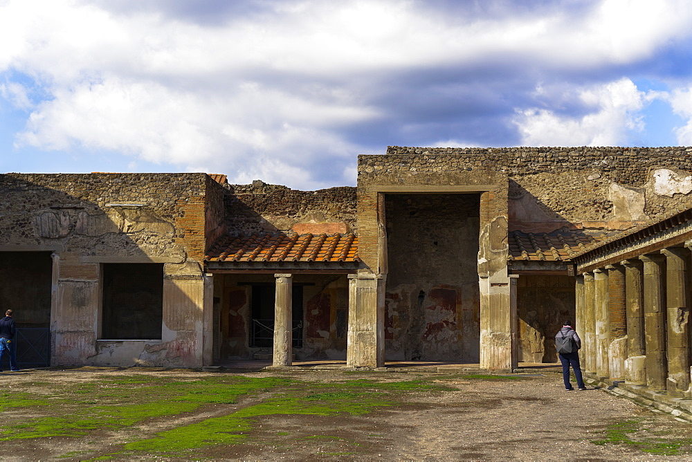 Terme Stabiane interior. 2nd century BC thermal complex, Stabian Baths, with columns at porticoed gym area, Pompeii, UNESCO World Heritage Site, Campania, Italy, Europe