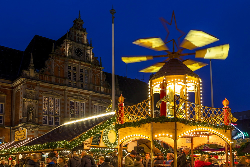 Christmas market at the town hall square in Harburg (a district of Hamburg) at dusk