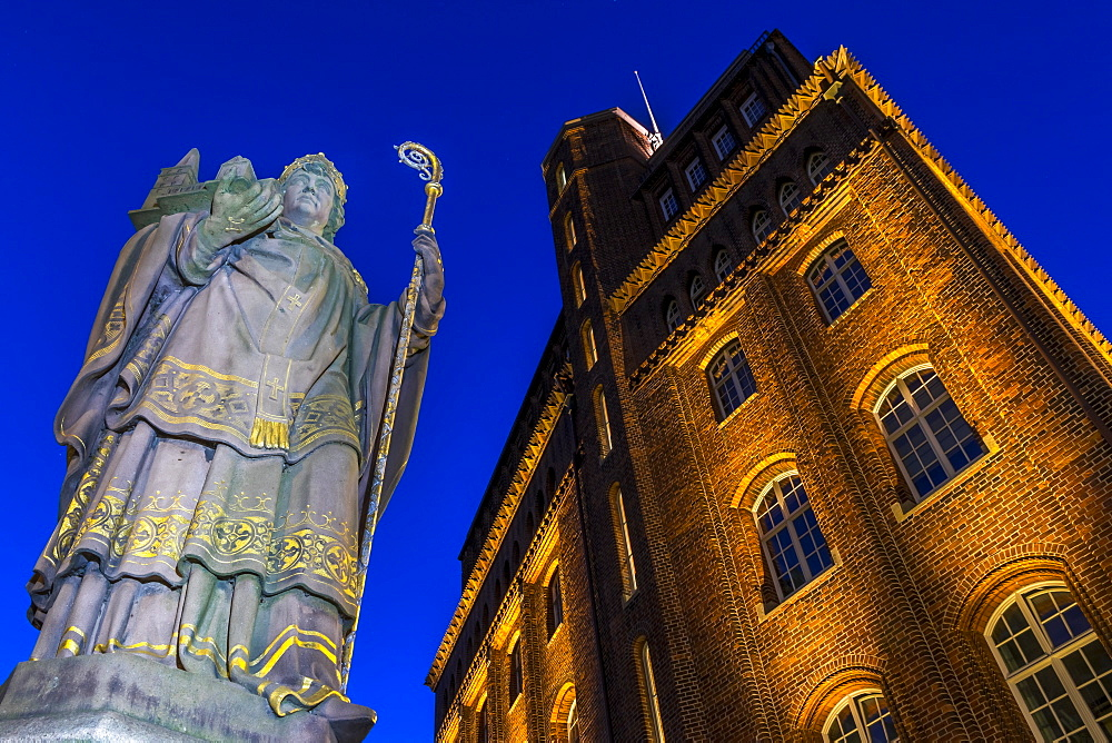 St. Ansgar Statue and Haus der Patriotischen Gesellschaft at Trostbruecke at dusk, Hamburg, Germany, Europe