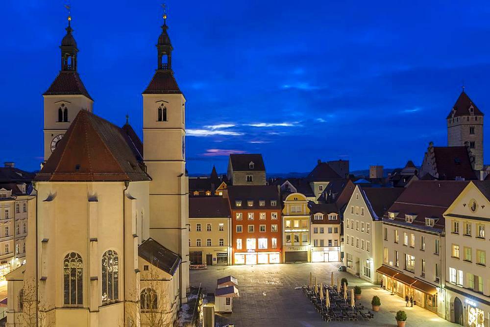 City view with the Neupfarrkirche at Neupfarrplatz at dusk, Regensburg, Bavaria, Germany, Europe