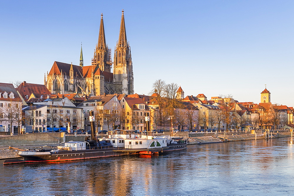 View to the Cathedral of St. Peter, Regensburg, Bavaria, Germany, Europe