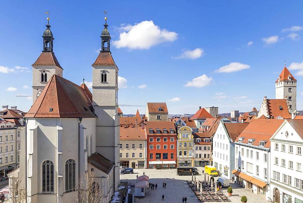 City view with the Neupfarrkirche at Neupfarrplatz, Regensburg, Bavaria, Germany, Europe