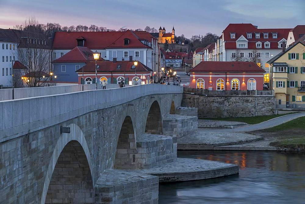 View from the Stone Bridge to the quarter Stadtamhof, Regensburg, UNESCO World Heritage Site, Bavaria, Germany, Europe