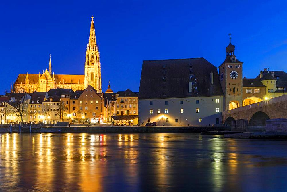 View to the Cathedral of Saint Peter, the Stone Bridge and the Bridge Tower at dusk, Regensburg, Bavaria, Germany, Europe