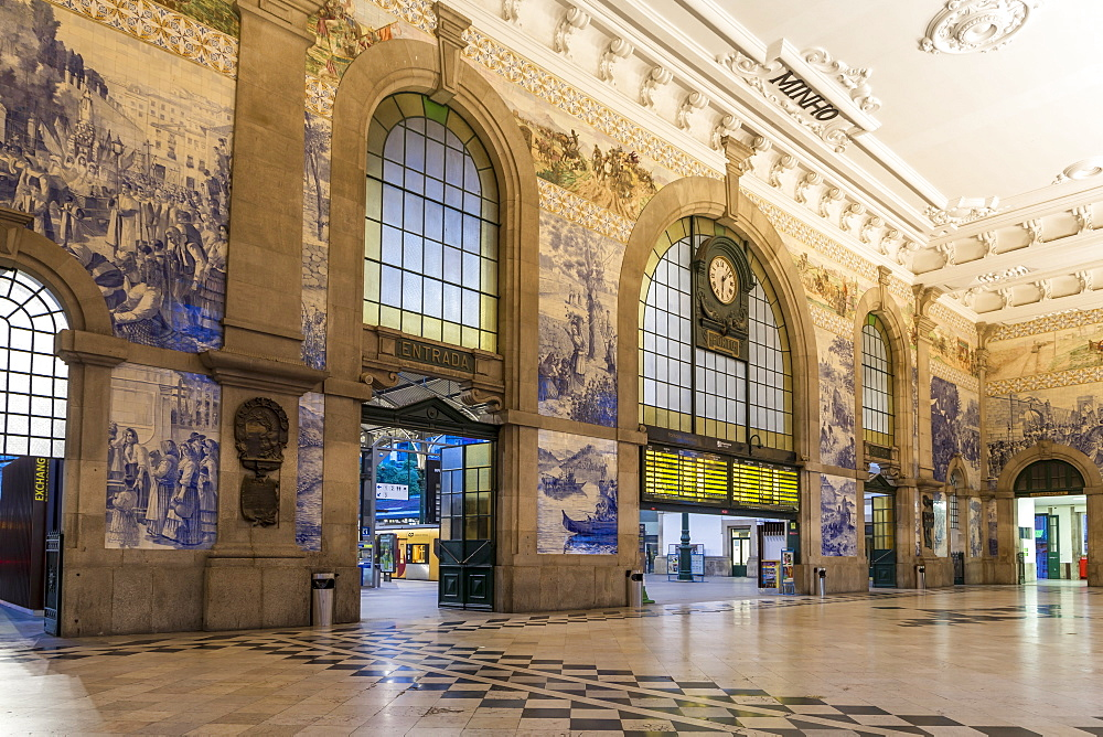 Interior, Sao Bento Train Station, Porto, Portugal, Europe