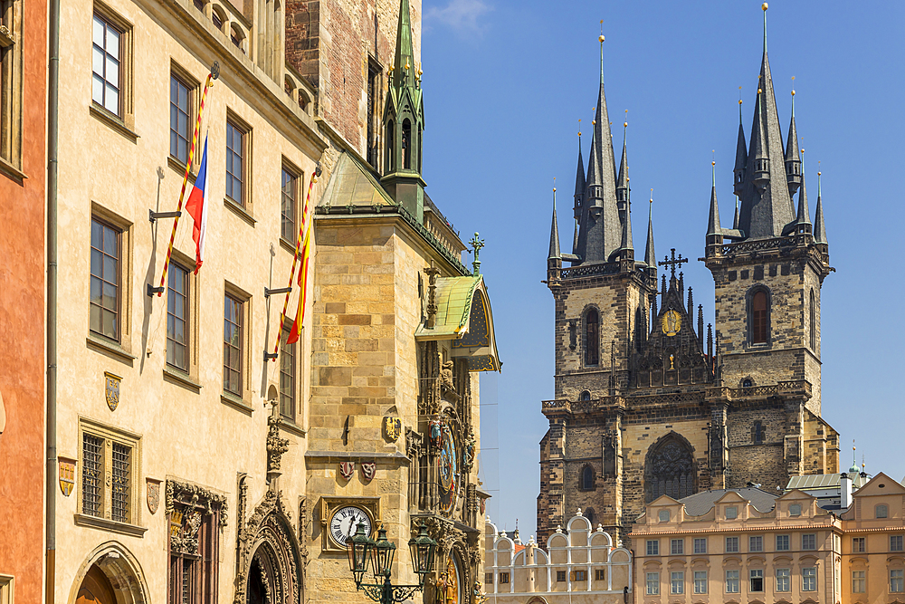 The old town hall with its astronomical clock and Our Lady of Tyn church, UNESCO World Heritage Site, Prague, Bohemia, Czech Republic, Europe