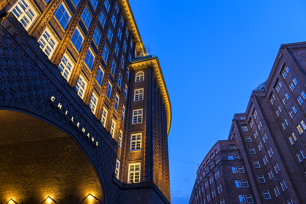 Chilehaus and Messberghof, both part of the Kontorhaus District, at dusk, UNESCO World Heritage Site, Hamburg, Germany, Europe - 1283-928