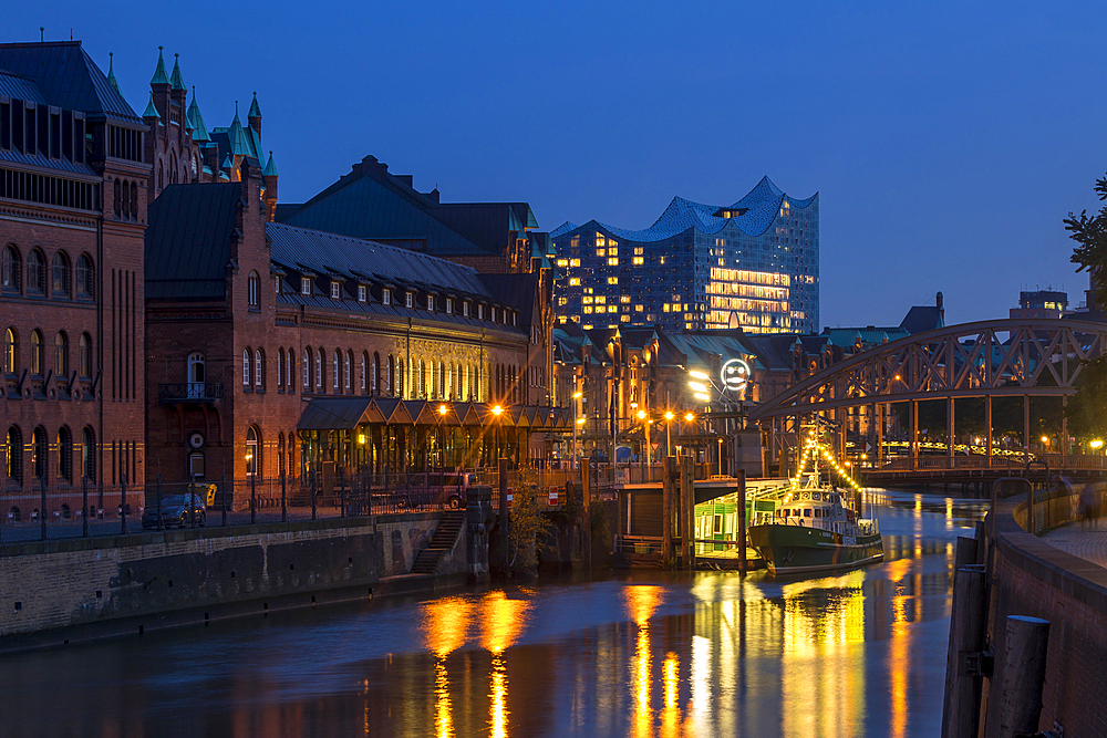 Historical buildings of the Speicherstadt with the Elbphilharmonie building in the background, Hamburg, Germany, Europe - 1283-935