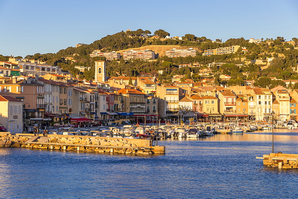View from the port to the old town, Cassis, Bouches du Rhone, Provence, France, Mediterranean, Europe