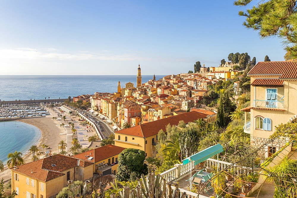 View from the Garavan Boulevard over the old town and the Sablettes beach, Menton, Cote d'Azur, French Riviera, France, Europe - 1283-977