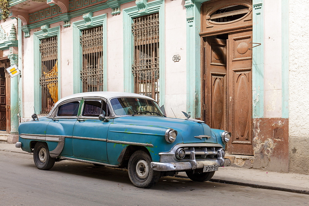 Old vintage American car parked in street, Havana, Cuba, West Indies, Caribbean, Central America - 1284-173