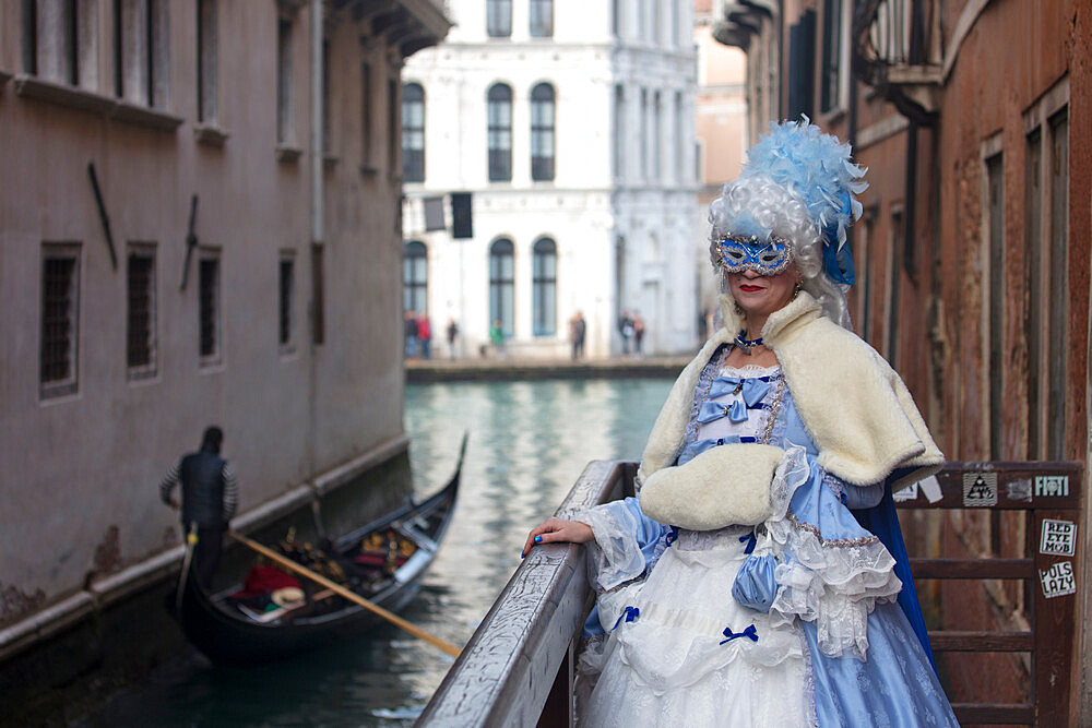 Lady in Venice Carnival costume with gondola in background, Venice, UNESCO World Heritage Site, Veneto, Italy, Europe