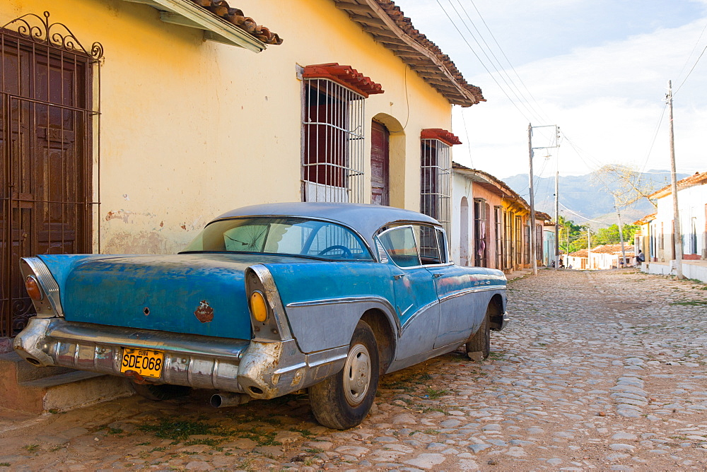 Old car parked on cobbles, Trinidad, UNESCO World Heritage Site, Sancti Spiritus, Cuba, West Indies, Caribbean, Central America