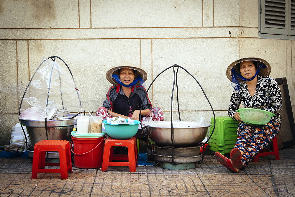 Vietnamese women cooking on the street, Ho Chi Minh City, Vietnam, Indochina, Southeast Asia, Asia - 1286-43