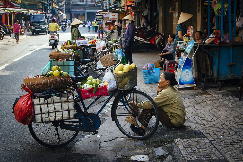 Vietnamese bike street vendors, Ho Chi Minh City, Vietnam, Indochina, Southeast Asia, Asia - 1286-46
