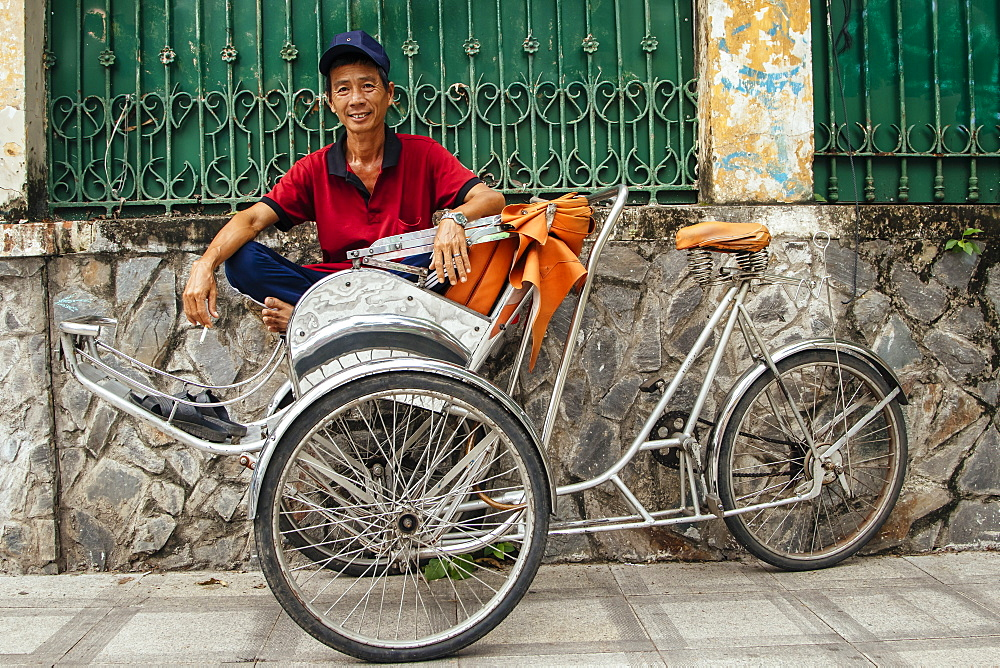 Rickshaw man waiting for a customer, Ho Chi Minh City, Vietnam, Indochina, Southeast Asia, Asia - 1286-49