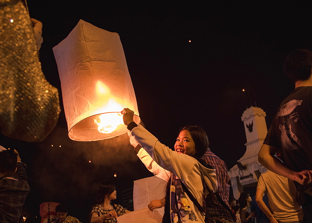 Releasing lanterns, Yee Peng and Loy Krathong Festival, Chiang Mai, Thailand, Southeast Asia, Asia - 1286-72