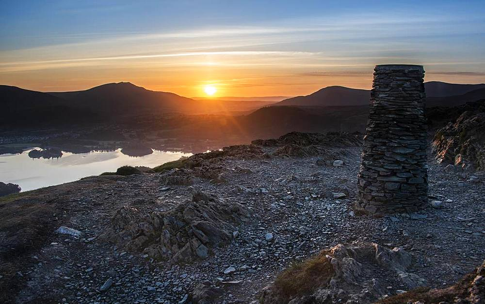 Sunrise over Derwentwater from the summit of Catbells near Keswick, Lake District National Park, UNESCO World Heritage Site, Cumbria, England, United Kingdom, Europe - 1287-73