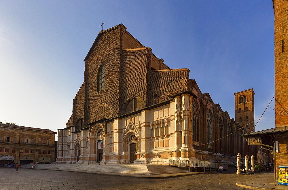 Piazza Maggiore and Basilica di San Petronio, Bologna, Emilia-Romagna, Italy, Europe
