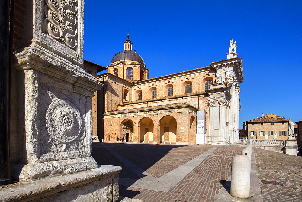 Urbino Cathedral (Duomo di Urbino) (Cattedrale Metropolitana di Santa Maria Assunta), Urbino, Marche, Italy, Europe