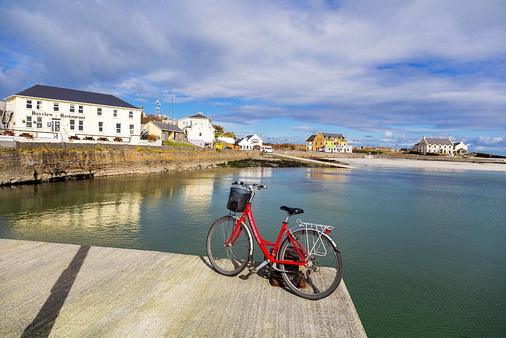 Kilronan Pier and village, Inish More, Aran Islands, Republic of Ireland, Europe