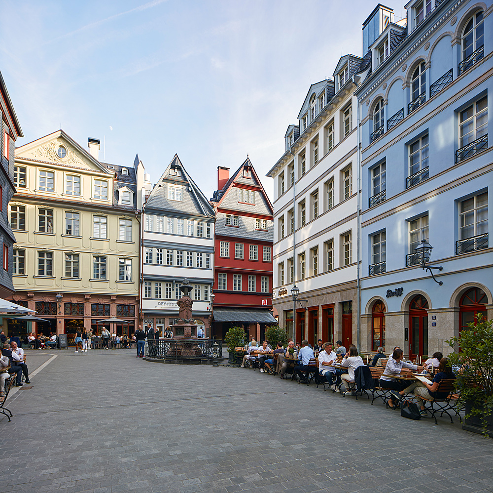 Newly built part of the old town, a mix of modern interpretations in combination with old parts and reproductions of buildings, Frankfurt am Main, Hesse, Germany, Europe - 1294-104