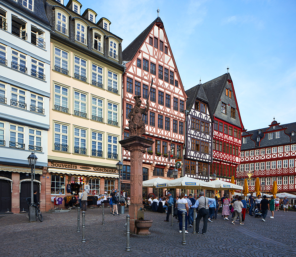 Newly built part of the old town, a mix of modern interpretations in combination with old parts and reproductions of buildings, Frankfurt am Main, Hesse, Germany, Europe - 1294-105