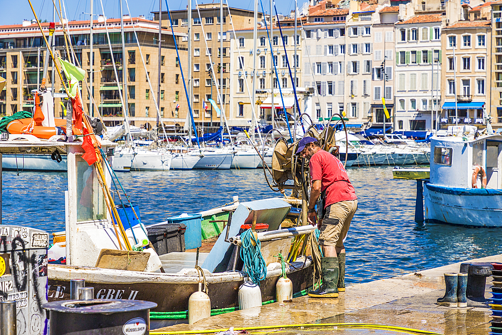 The Old Port (Vieux Port), Marseille, Bouches du Rhone, Provence, Provence Alpes Cote d'Azur, France, Mediterranean, Europe