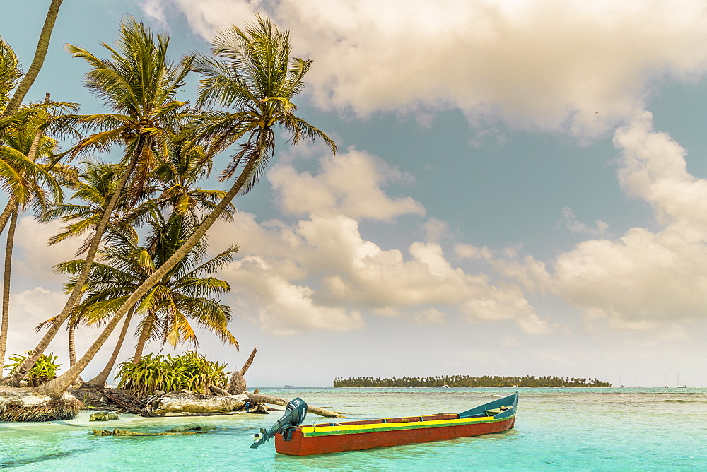A colourful boat on the beautiful Island Pelicano in the San Blas Islands, Kuna Yala, Panama, Central America