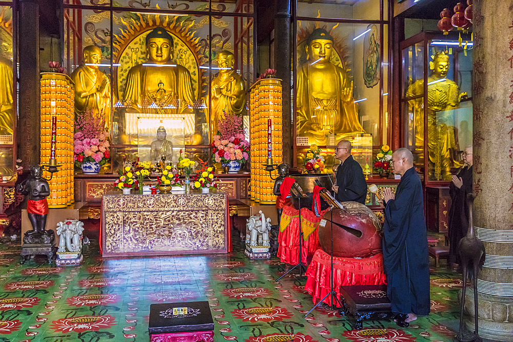 Monks at Kek Lok Si Temple, George Town, Penang, Malaysia, Southeast Asia, Asia