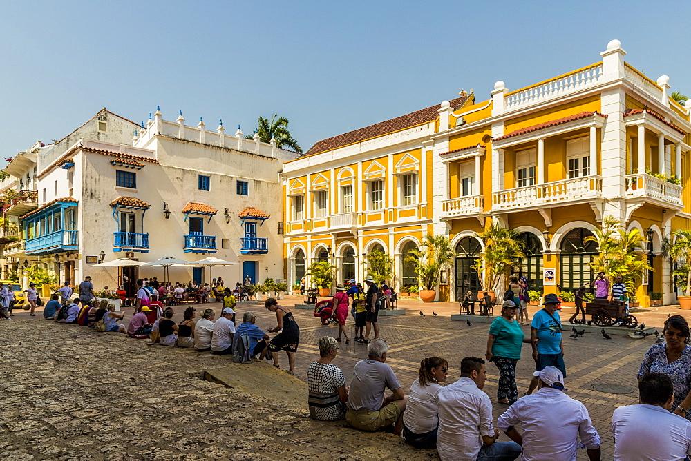 People relaxing in Plaza de San Pedro Claver, Cartagena de Indias, Colombia, South America