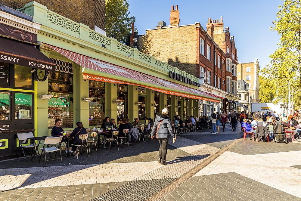 A street scene in South Kensington, in London, England, United Kingdom, Europe,
