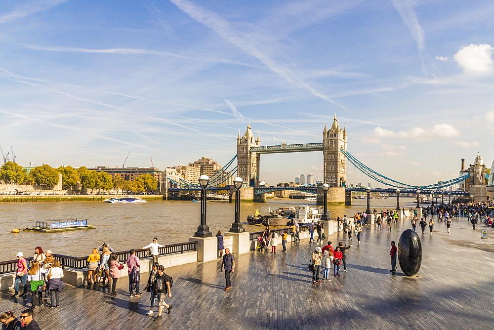A street scene by Tower Bridge in London, England, United Kingdom, Europe. - 1297-357