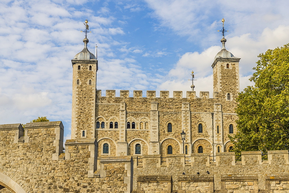 The Tower of London, a UNESCO World Heritage Site, in London, England, United Kingdom, Europe. - 1297-365