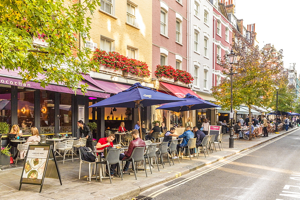 Outdoor cafes and restaurants on James Street, in Marylebone, in London, England, United Kingdom, Europe.