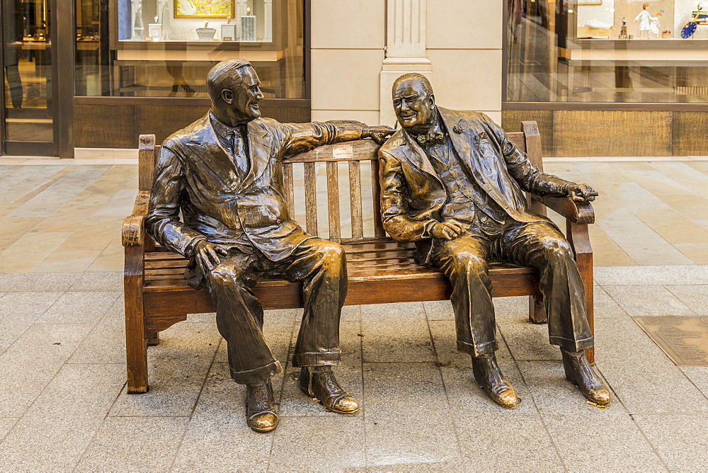 The Churchill And Roosevelt, Allies Sculpture, on New Bond Street, in Mayfair, London, England, United Kingdom , Europe. - 1297-471